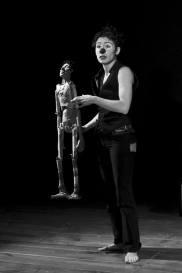 (...et puis le ciel sans conséquence) - Salamah Productions. - http://www.salamah.fr/site/index.php?option=com_content&view=category&layout=blog&id=61&Itemid=113 - Création 2012 Solo pour une clown et son double de papier. Spectacle plutôt pour adulte. Durée : 1h. Texte : Robert Spline. Mise en chair : Barbara Gay. Dans un petit théâtre forain est planté un décor minimaliste pour un énigmatique personnage, mi clown, mi marionnettiste... qui traine une étrange valise de carton : un cercueil de fortune pour des objets de papier. Les mots comme un fil, tendus dans le vide de l'absurdité de l'existence, des mots pour donner sens et corps au moment partagé. Voici une funambule de la poésie, portant en elle une forme d'acrobatie émotionnelle qui vous offre le présent d'un regard ému sur le monde. «(...Et puis le ciel sans conséquence) » est un spectacle intimiste, le chemin initiatique d'une artiste de rue, dont l'identité évolue comme avec ses poupées... Partenaires privilégiés, témoins intimes de ses métamorphoses, des marionnettes comme un chemin vers l'altérité. Cet être de chair et son double de papier, témoin fragile de ses dialogues intérieurs, s'offrent en spectacle avec une once de brutalité et beaucoup de sincérité. Oscillant entre rire et larme, le spectateur s'invite alors dans cette confidence qui nous parle de la vie et de ses aspérités.