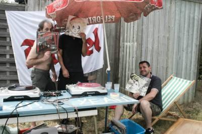 DJ Manu l'pas mal hein, DJ Linger, DJ David Gueg Ta et DJ Chino (pousse galette pot méga bien pourri)