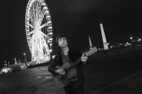 Mathieu Pesqué - Mathieu Pesqué,auteur-compositeur-interprète s'inspire des racines de la folk et du blues de manière novatrice et réussie… Né à Pau, Mathieu Pesqué commence la guitare à l'âge de 17 ans. Sa rencontre avec le chanteur américain Franck Blackfield, dont il deviendra guitariste lead et rythmique, scellera ses véritables débuts sur scène. Il ressent rapidement le besoin de proposer ses propres chansons et se produit dans de nombreux festivals, Jazz in Marciac, Cognac Blues Passion, festival de blues de Cahors, les Musicales de Bastia, les Déferlantes Atlantiques, Blues sur scène où il remporte le trophée de la catégorie Blues Acoustique. Pétri de talent, tout en nuances et subtilités, Mathieu Pesqué met tout le monde d'accord. Voix de velours, sens de l'humour, il propose un répertoire blues-folk, voire pop-rock de haute volée. https://www.youtube.com/watch?v=xs945DHEAyM