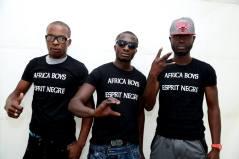 """Africa Boys - AFRICA BOYS est un groupe de rap créé en 2012 où deux jeunes rappeurs, potes de longue date, Ceda (d'origine Angolais , enfant soldat) et Djonx (d'origine Togolais rescapé de la guerre civile), s'unissent après cinq ans d'expérience en solo. Nés et grandis en Afrique, ils se rencontrent dans un foyer en France. Très talentueux et passionnés, ils ramènent de la fraîcheur dans le rap français avec des rimes bien aiguisées et des mots plus durs à l'image d'un vécu cru, une jeunesse dans la guerre civile, la misère, la dictature, pratiquant un rap sans limite, et sans barrière. Rejoints en 2014 par Ibou Mayana Flex, un DJ très prolifique, les Africa Boys mouillent le maillot sur scène comme en studio, malgré la dureté de leurs mots, ils mettent en avant de la bonne musique avec différents styles d'instrus créées spécialement pour le groupe par des BeatMakers venues de France, de Suisse, des Etats-Unis et d'Afrique. Le groupe reste ouvert et accessible à tout public comme le prouve leur participations à différents festivals. Un premier CD est dans les bacs depuis le 2 Octobre 2014, autoproduit, réalisé en indé, un MaXi de 11 titres intitulé """"Esprit nègre"""". https://www.facebook.com/Africa-Boys-157276124462957/"""