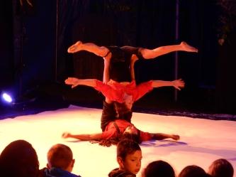 euh !?!?!? - Avec Céline et Harlem, jongleurs, acrobates .... euh .... tête en l'air, monomaniaque, raisonné, incohérent...euh...