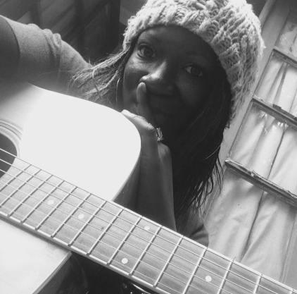 Gladys - Ma musique est imprégnée de sons Folk, Blues, Rock et Ragga-dancehall, de musiques du monde et de mes rencontres...