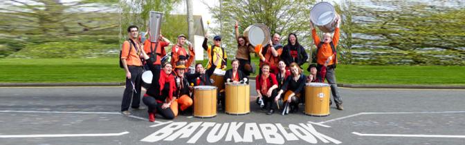 Batukablok (batucada) - Batukablok, ou la Batucada de La Citrouille: un orchestre de percussions brésiliennes, pour faire danser les gens dans les rues ou sur leurs balcons. C'est samba, c'est Brasil !